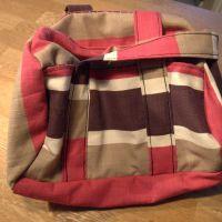 Syet rejsetaske og strikket bølgetørklæde