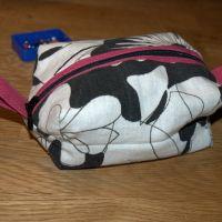 Til salg: Lille rummelig taske