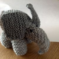 En strikket elefant