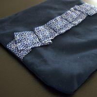 Til salg: Marineblå taske med lynlås