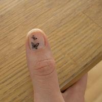 Jeg leger med neglelak og nail art