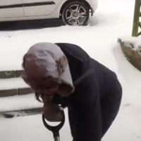 Sådan skovler man sne