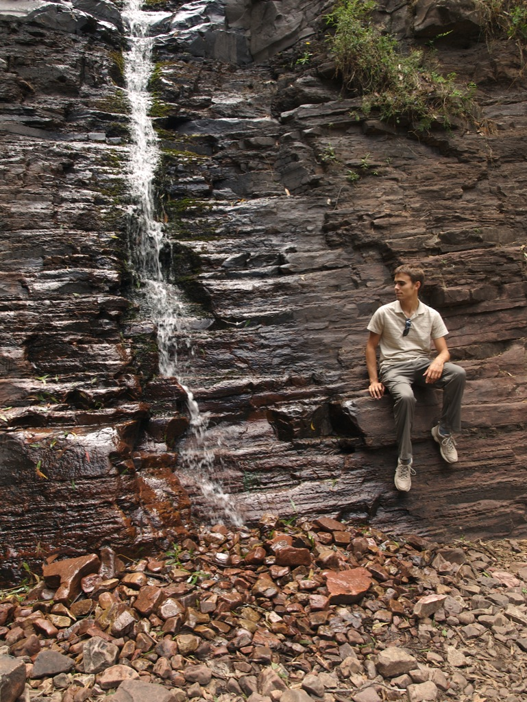 Anders ved Silverband Falls i Grampians.