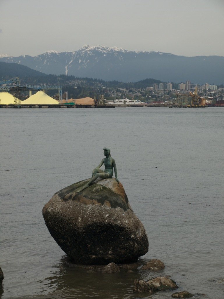 Pige i våddragt, ikke at forveksle med den lille havfrue; Vancouver.