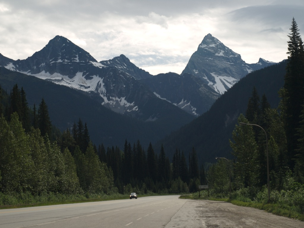 Vores første glimt af bjergene i Canadian Rockies.