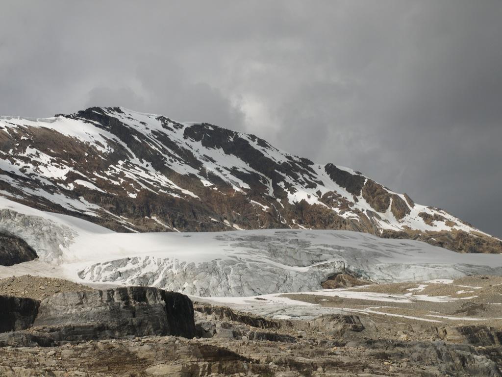 Mere bjerg og gletscher.