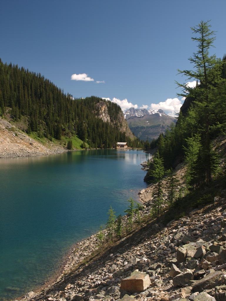 Lake Agnes oppe fra.