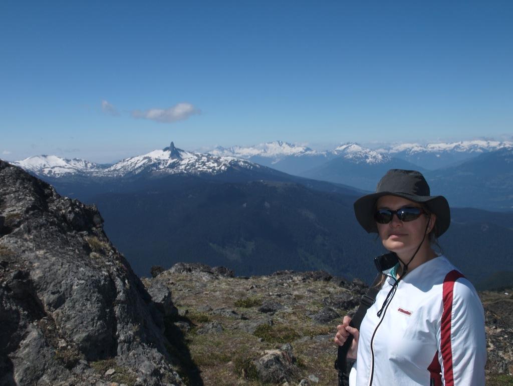 Mig helt på toppen af Whistler foran Black Tusk.