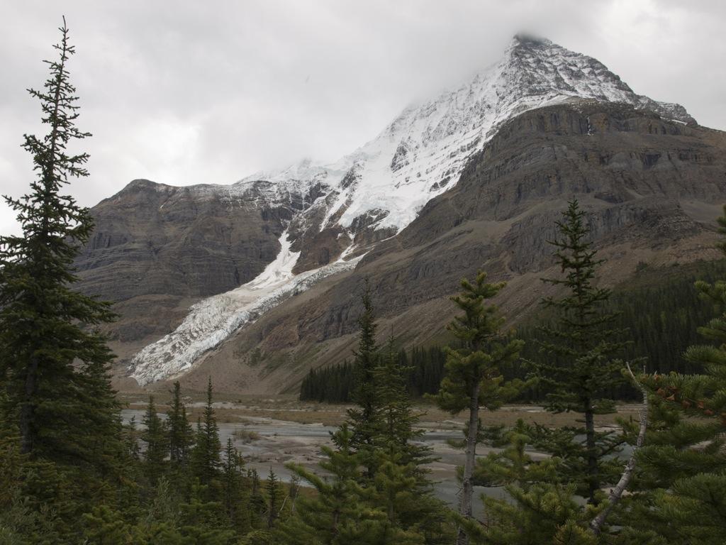 Så nærmer vi os Mount Robson.