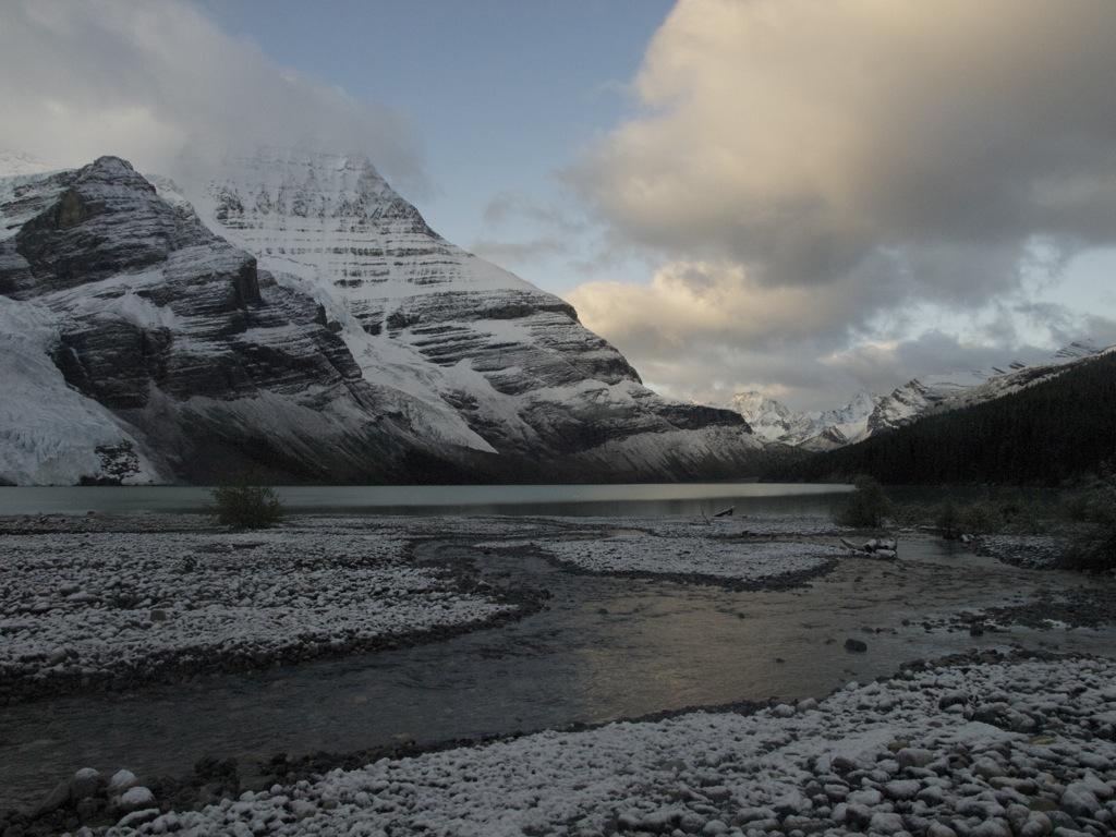 Mount Robson fra afstand; vi er startet på vores vandring op til Snowbird Pass.