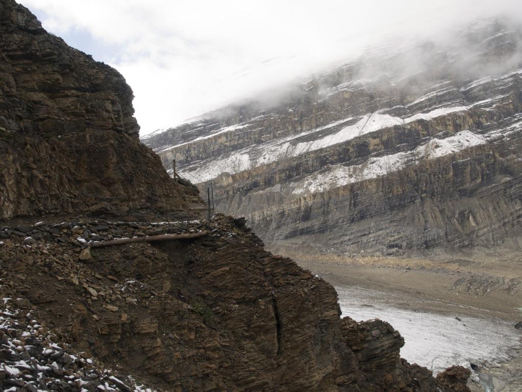 Et stejlt men også usikkert stykke rundt om bjerget.