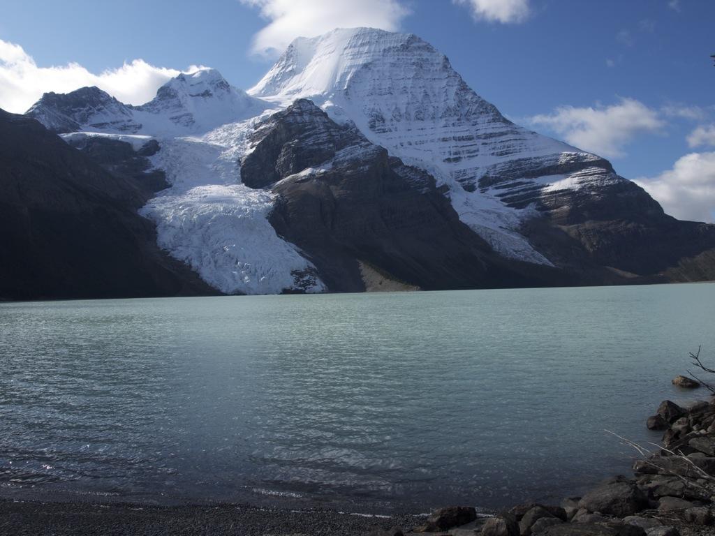 Et sidste billede af Mount Robson fra lejren ved Berg Lake.