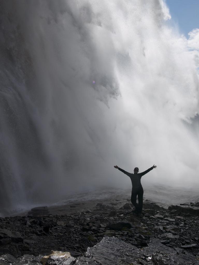 Sikke et rush at stå under vandfaldet - og man blev ikke helt så våd.
