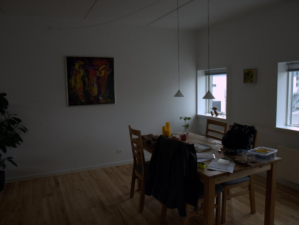 Vores nye malerier - endelig noget på væggene.