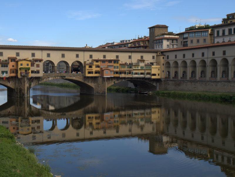 Ponte Vecchio med spejling.
