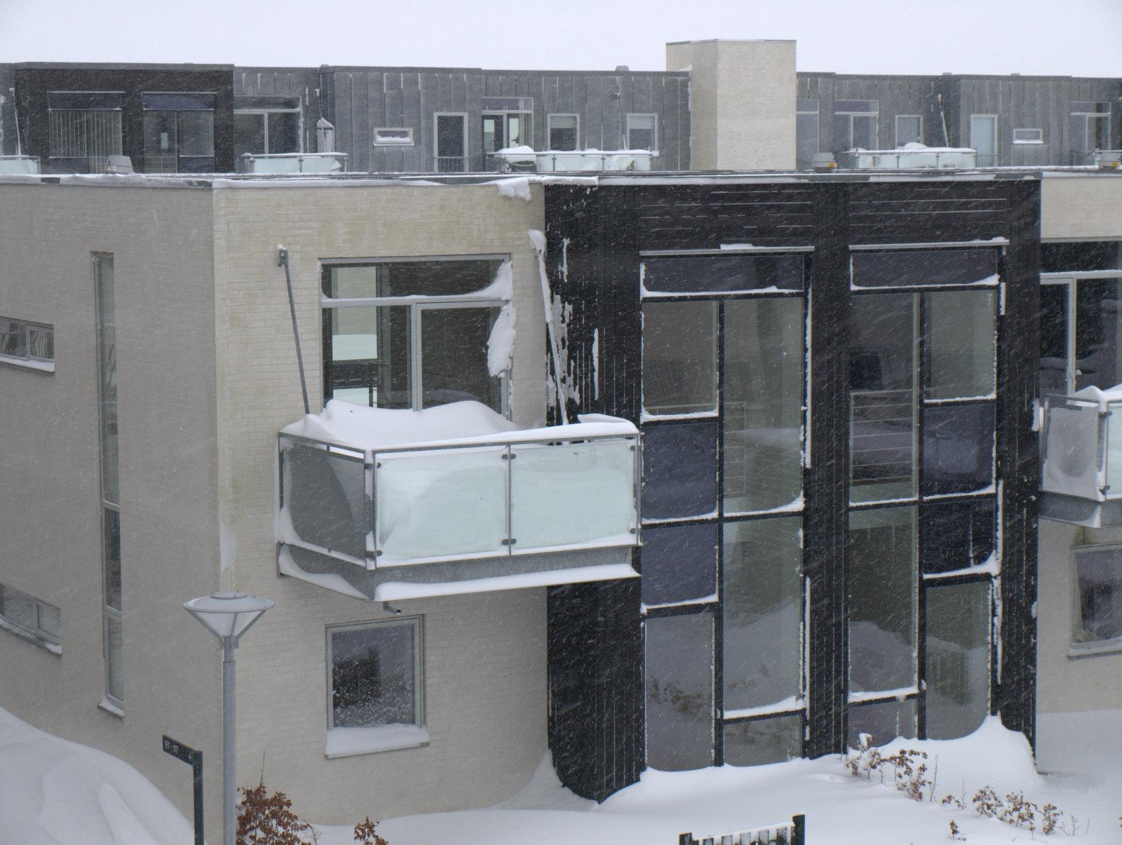 Værsgo - en altan fyldt op med sne :)