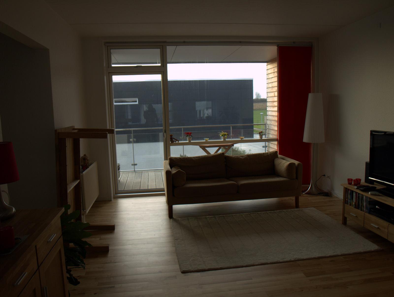 Gammel sofa - der gøres klar til idémøbler kommer med den nye og tager den gamle :)