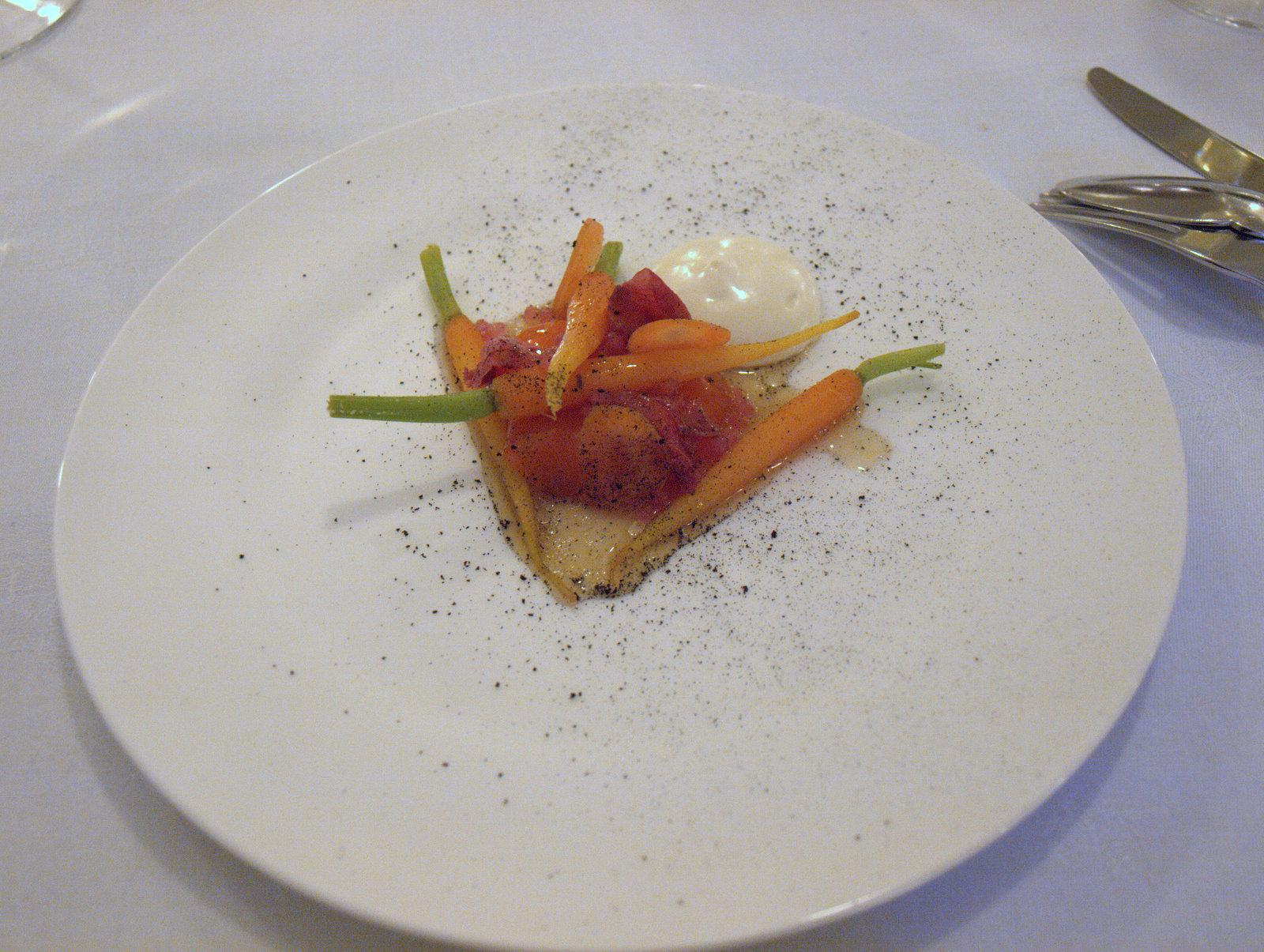 Jomfruhummer med gulerødder og hybenroser