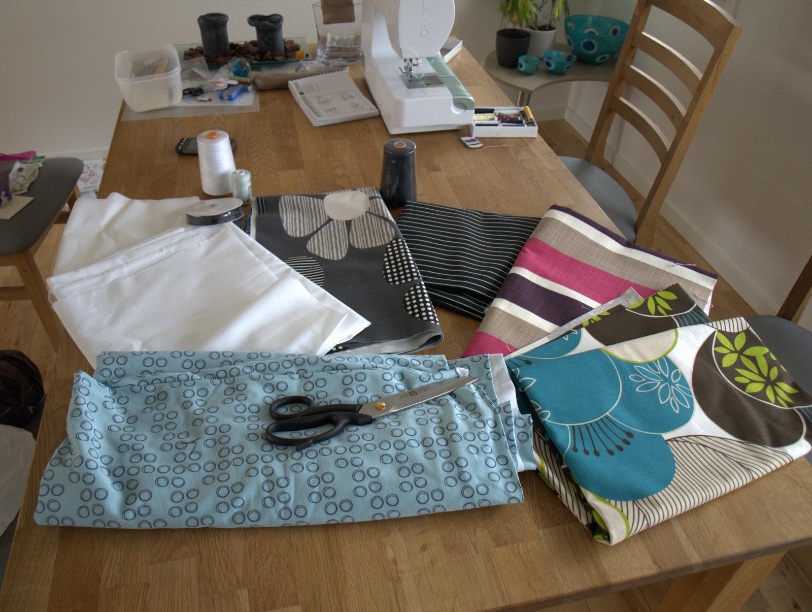 Masser af stof fra Stof og stil - min nye Zwilling-saks som jeg bestilte på nettet i går.
