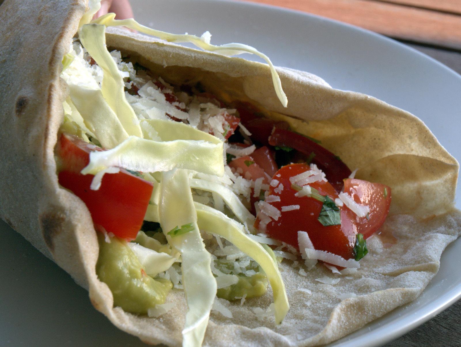 Tortillas med avocado, spidskål og kylling