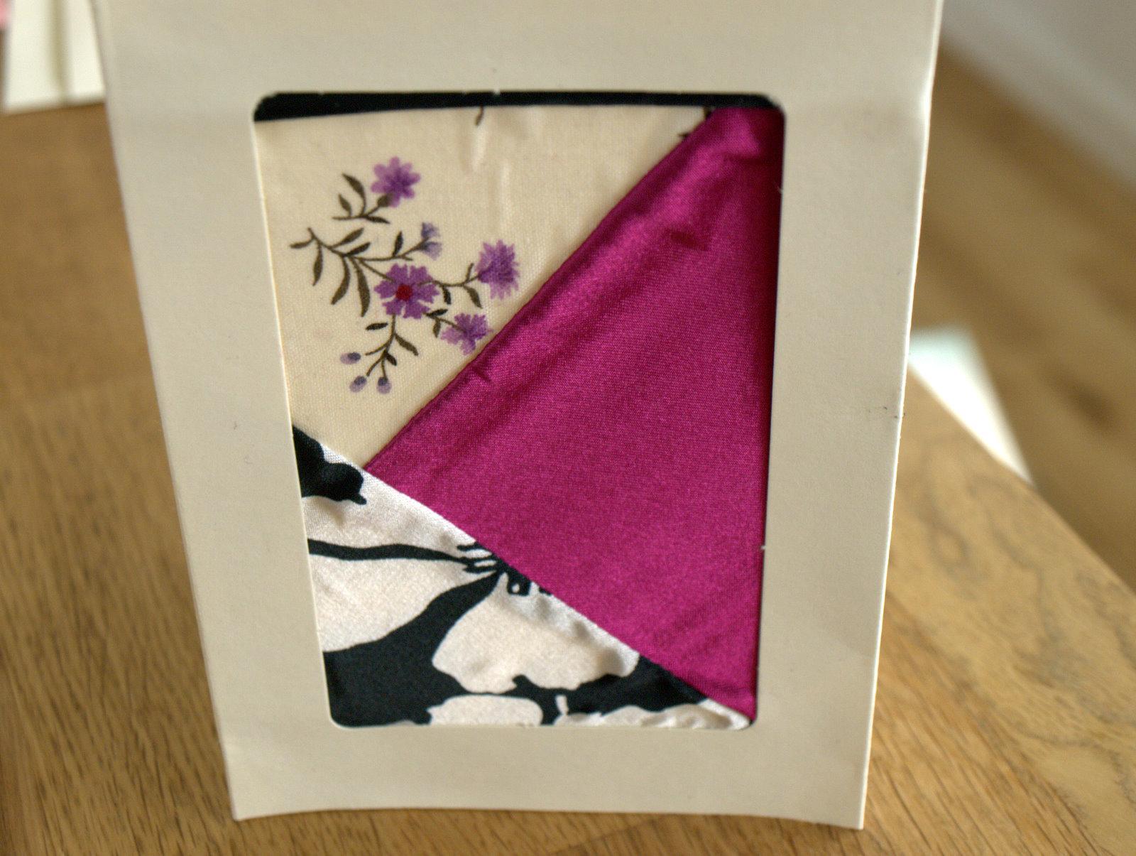 Bryllupskort; det sorte med hvide blomster, var det stof, jeg havde syet den kjole, jeg havde på til min kusines bryllup