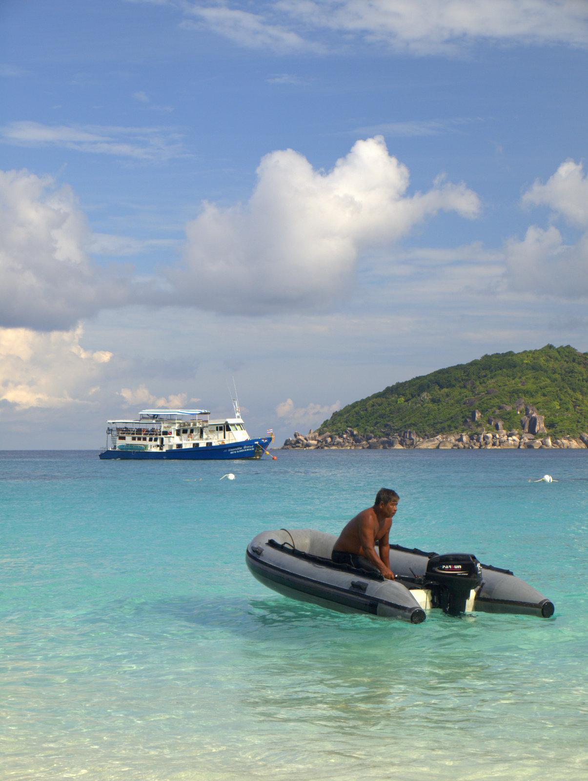 Speedbåd, som satte os af på Princess Bay